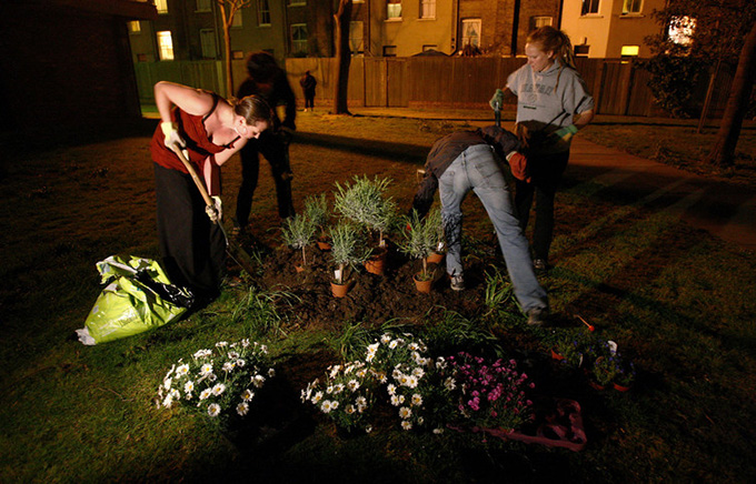 Transforming wasteland in south London – by night. Alessia Pierdomenico / Reuters